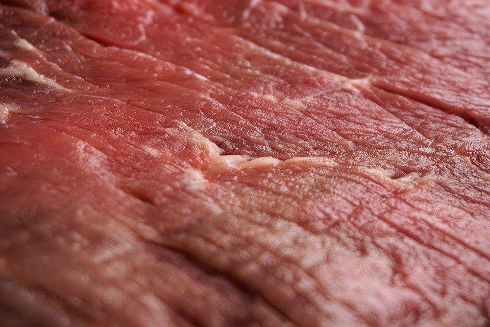 Alimentazione e carne cruda, dov'è il pericolo? Parla lo specialista!